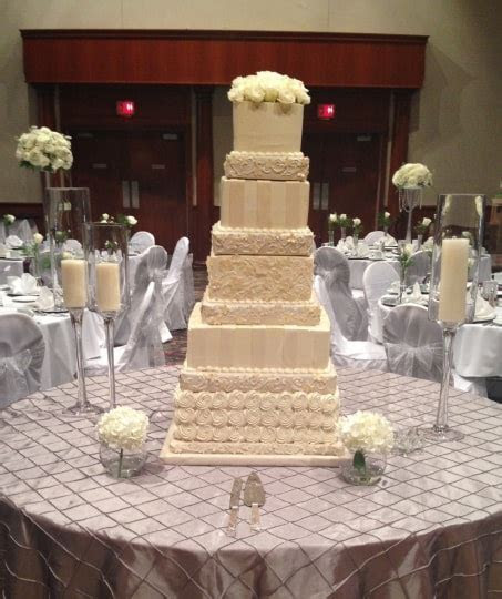 Aggie's Bakery and Cake Shop   Wedding Cake   West Allis