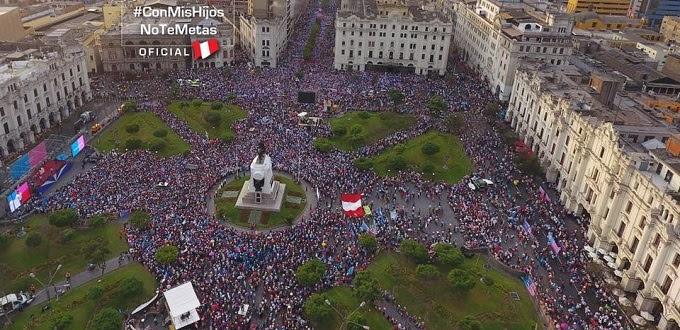 Masiva asistencia a la marcha contra la ideología de género en Perú