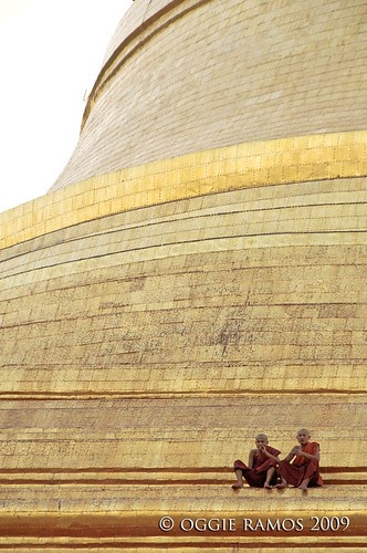shwedagon monks on main stupa