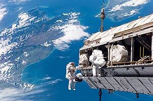 NASA astronaut Robert L. Curbeam, Jr. (left) a...