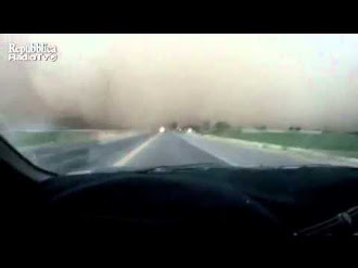 Atraviesa en coche la tormenta de arena