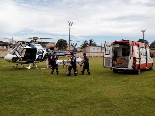 Menino que caiu em banana boat foi resgatado por helicóptero (Foto: Divulgação/ PMES)