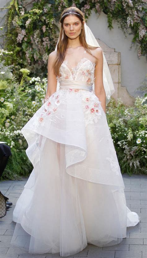 Best Wedding Dresses of 2017: The Latest Trends in Wedding
