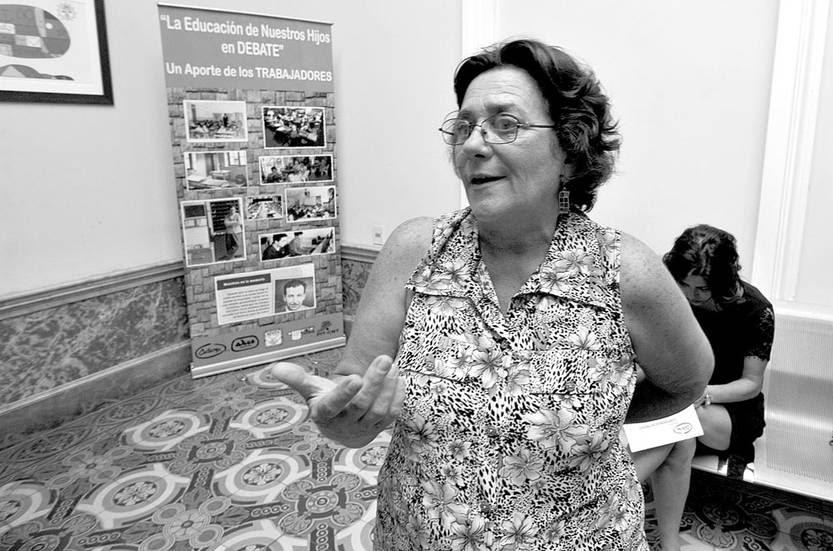 Raquel Bruschera, en rueda de prensa, ayer, en la Casa del Maestro. Foto: Federico Gutiérrez