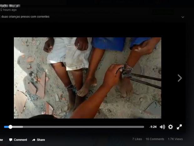 Retirada das correntes foi filmada e publicada na internet (Foto: Reprodução/ Facebook)