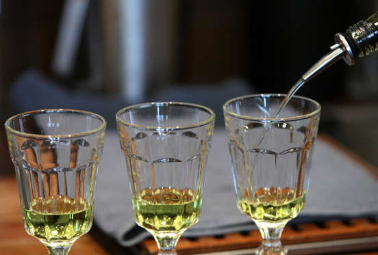 Slide 3 de 18: <p>Absinthe is a mixture of wormwood, sweet fennel and sweet anise. Wormwood contains a toxic chemical named thujone, which has psychoactive properties. The drink has been blamed for social disorders, suicides, tuberculosis and even epilepsy.</p>