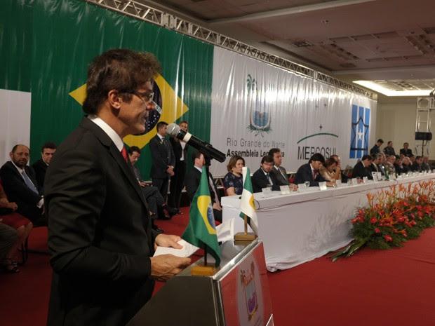 Robinson Faria (PSD) durante discurso no Centro de Convenções de Natal (Foto: Gabriela Freire/G1)