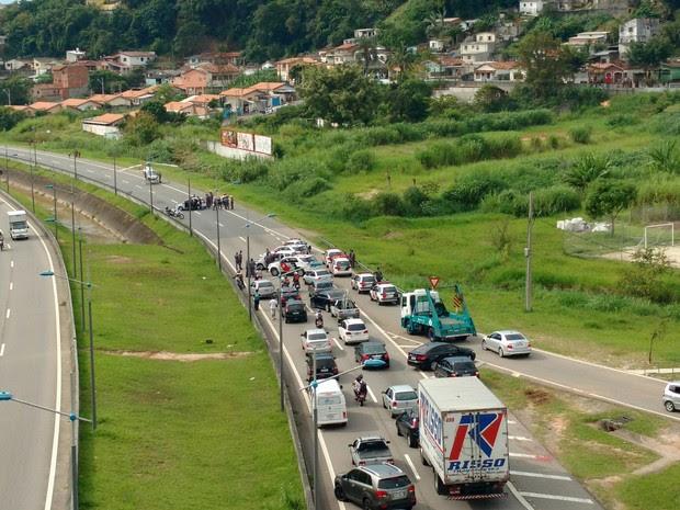 Policial ferido em perseguição mobilizou PMs e o resgate (Foto: Denis Vieira/Vanguarda Repórter)
