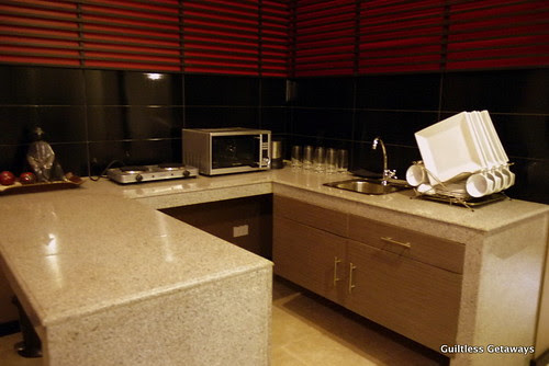 isuites-geta-room-kitchen.jpg