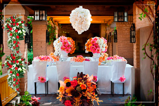 Plan Wedding With Romantic Flower Arrangements Best Wedding Flower Arrangements