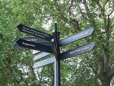panneaux à Hyde Park.jpg