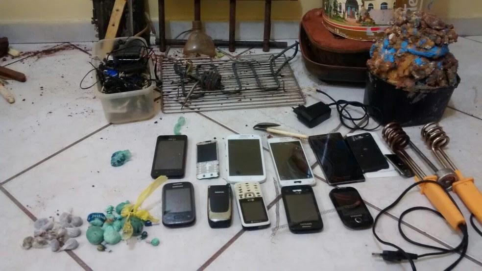 PM apreendeu peças de aquecedores desmontados, celulares e drogas em galeria da Cadeia Pública de Umuarama (Foto: Divulgação/Polícia Militar do Paraná)