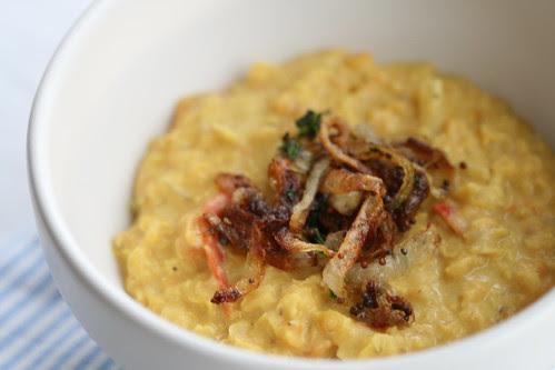 Coconut dhal with crispy onions / Kookospiima-dhal krõbedate sibulatega