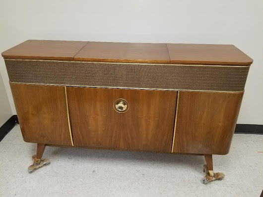 Restoration of a Grundig Majestic International Phonograph