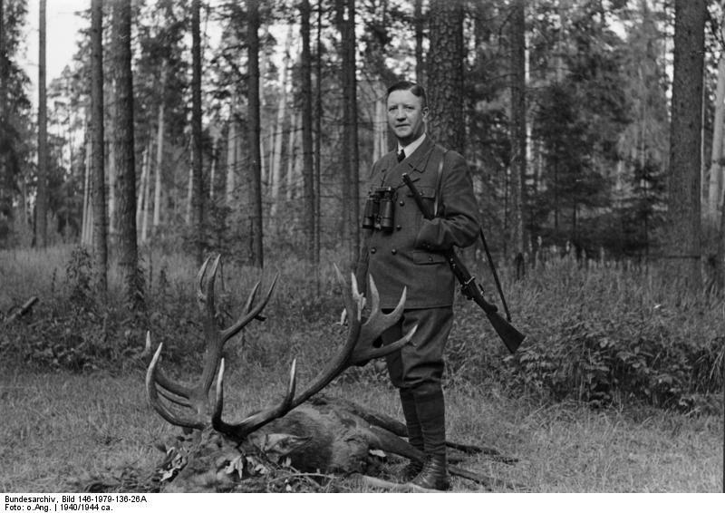 http://upload.wikimedia.org/wikipedia/commons/9/95/Bundesarchiv_Bild_146-1979-136-26A,_Friedrich_Fromm_auf_der_Jagd.jpg