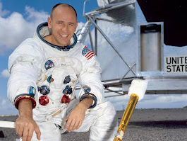 Alan Bean: Fourth man to walk on Moon dies aged 86, Nasa announces | The Independent