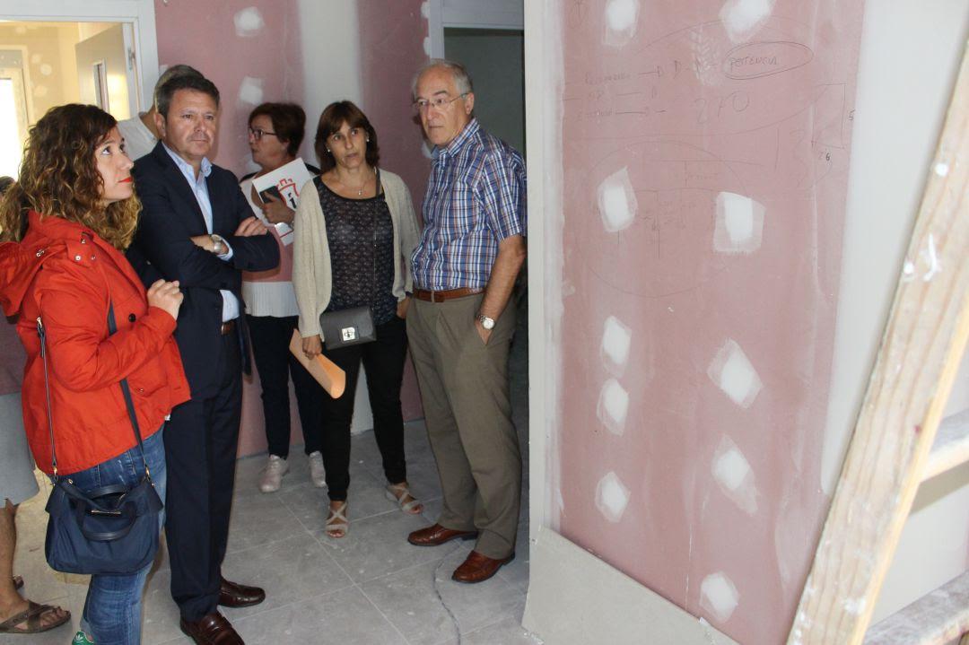 Visita al nuevo centro nocturno de responsables municipales.