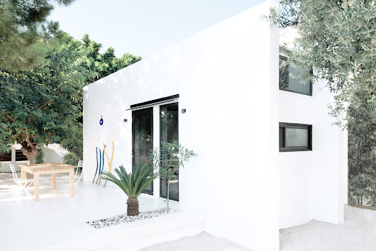 When Tiny Is More Than Enough: The Monocabin in Rhodes, Greece - Design Milk
