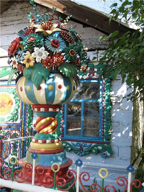 Деревянный резной дом кузнеца Кириллова в селе Кунары. Фото