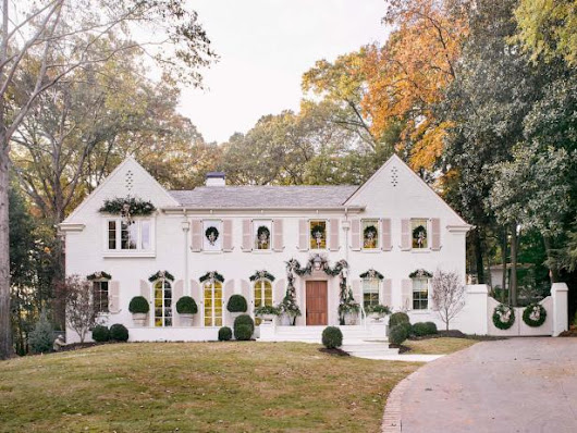 25 Homes With Classic Christmas Curb Appeal