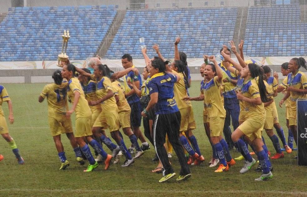 Meninas do União comemoram título estadual após vitória na Arena das Dunas (Foto: Anthony Medeiros/FNF)