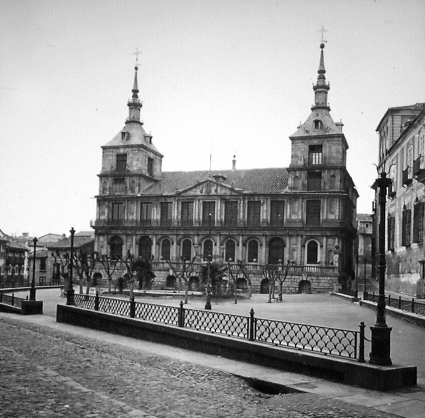 Ayuntamiento de Toledo a finales del siglo XIX. Fotografía de Alexander Lamont Henderson