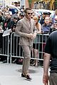 chris pine reveals he still uses a flip phone i dont want to be connected 04