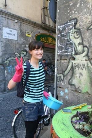 """Ecco gli angeli della monnezza """"Ora basta, Napoli la puliamo noi"""""""