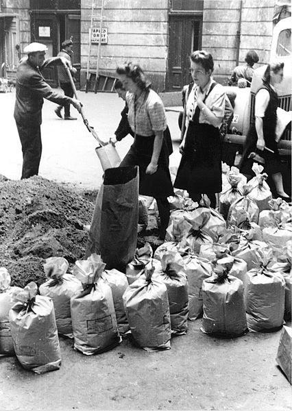 File:Warsaw Uprising by Lokajski - 3391.jpg