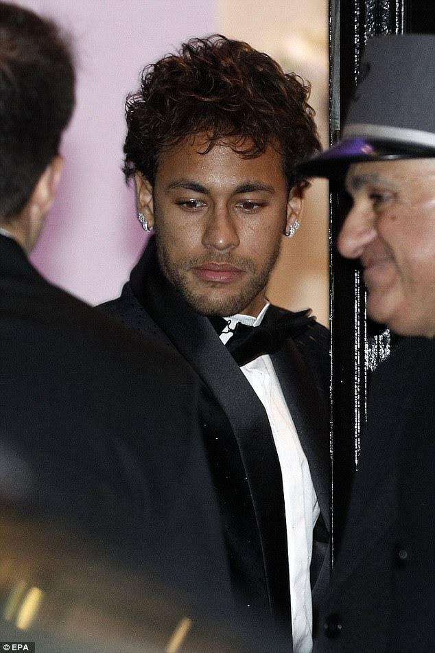 Tudo sobre ele: seu evento glamouroso foi realizado no opulento local de Pavillon Cambon de Paris