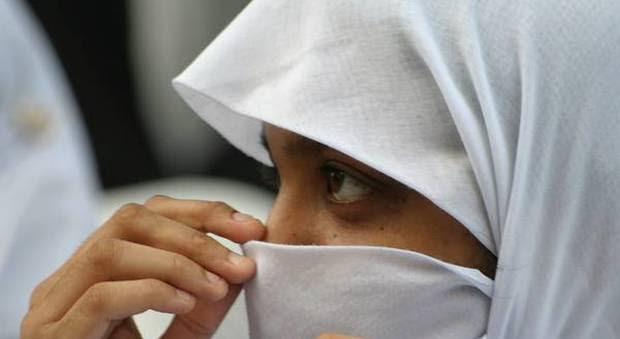 Risultati immagini per divieto del velo islamico al lavoro