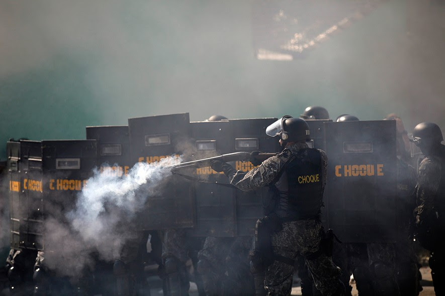 Tropa de choque entra em confronto com manifestantes