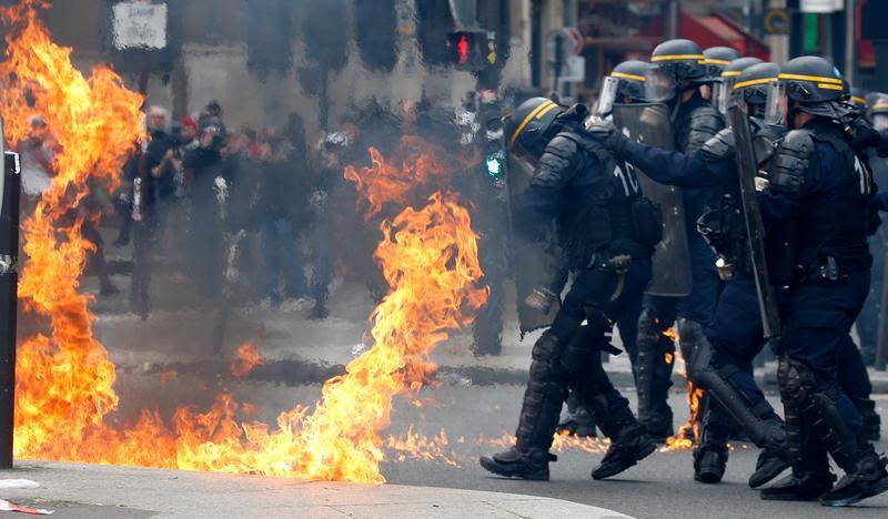 Αποτέλεσμα εικόνας για French police and protesters clash in Paris during May Day rally