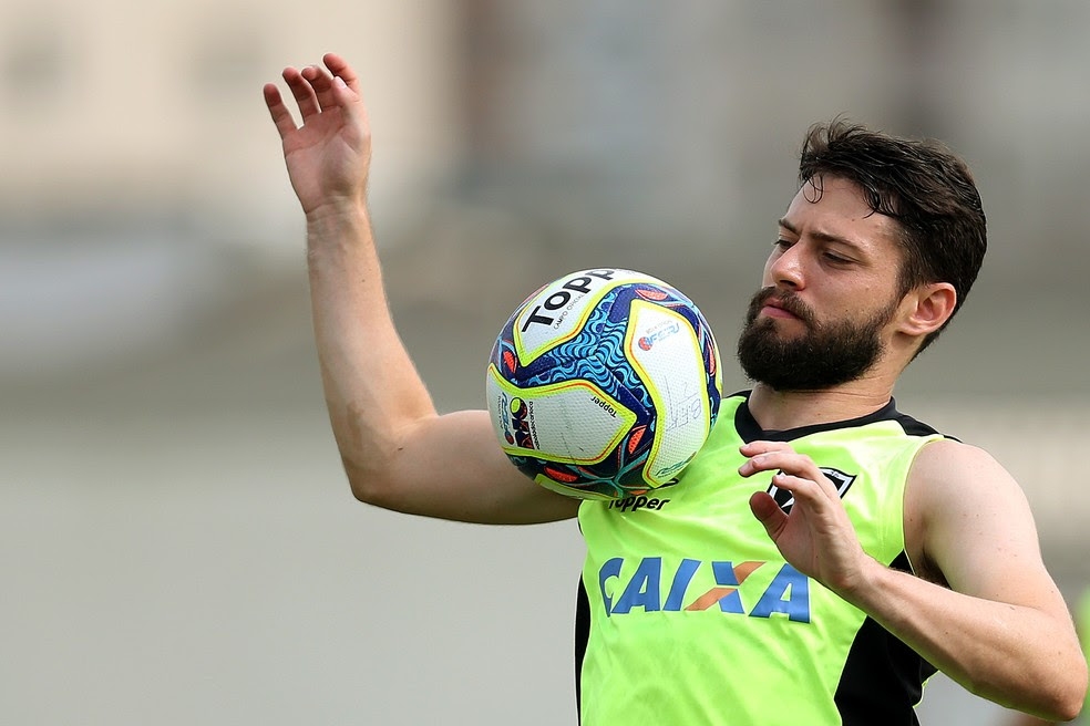 João Paulo ganha elogios do técnico Jair Ventura, do Botafogo (Foto: Vítor Silva/SSPress/Botafogo)