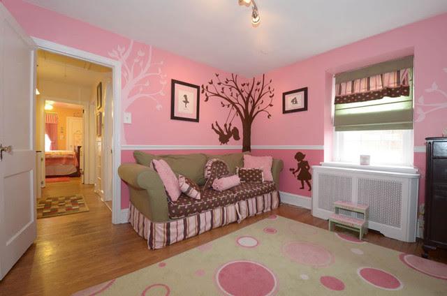 Little  Girl s  Room