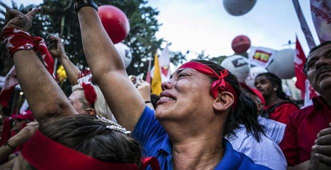 Seguidores de Lula reaccionan tras conocer la condena al expresidente brasileño. - EFE