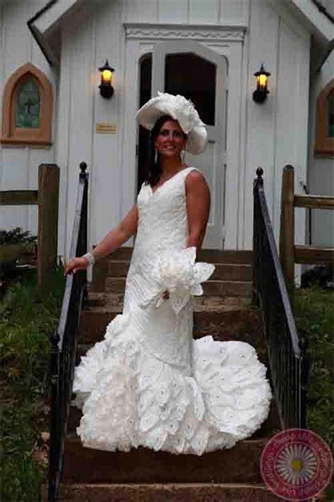 Breathtaking Toilet Paper Wedding Dresses