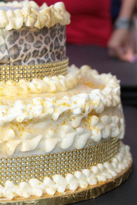 Pistachio cake (no food coloring) and a super delish yummy