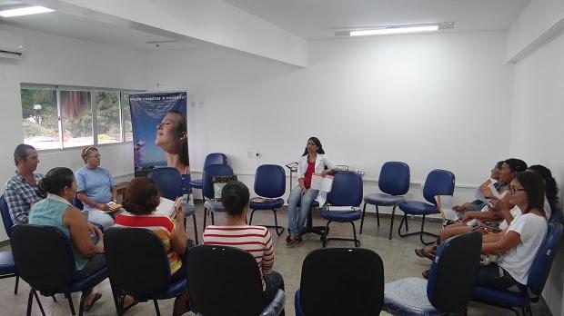 Pacientes têm primeira sessão de tratamento no Núcleo da Praça Maravilha  (Foto: Micaelle Morais/G1)