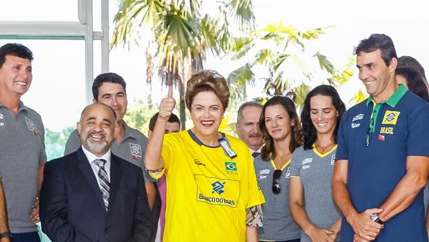 A presidente Dilma Rousseff ao lado do ministro do Esporte, George Hilton (Foto: Roberto Stuckert Filho/PR)