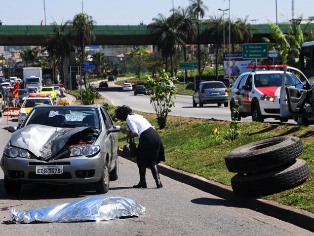 Pneus atingiram duas pessoas no ABC (Foto: Adriano Lima/Fotoarena/AE)