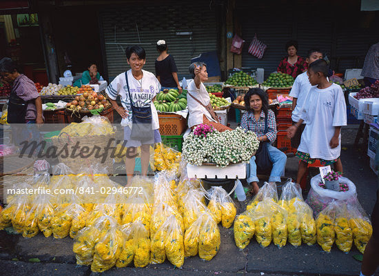 Women selling flowers and fruit from stalls in a street market in Bangkok, Thailand, Southeast Asia, Asia                                                                                                Stock Photo - Direito Controlado, Artist: Robert Harding Images, Code: 841-02946772