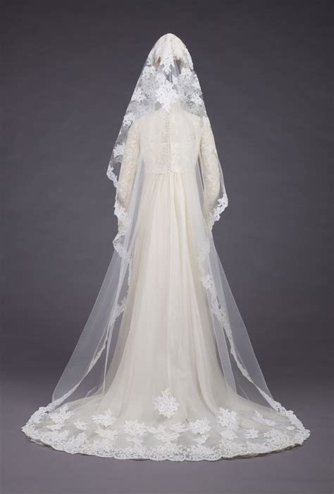 Wedding gown by Priscilla of Boston, 1973   Wedding
