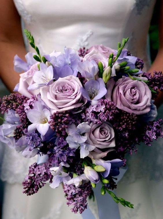 eine Hochzeit Blumenstrauß in der ths Schattierungen von Violett und lila sieht sehr weich und romantisch
