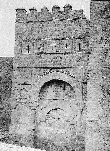 Puerta vieja de Bisagra o de Alfonso VI (Toledo) tapiada. Antes de 1905
