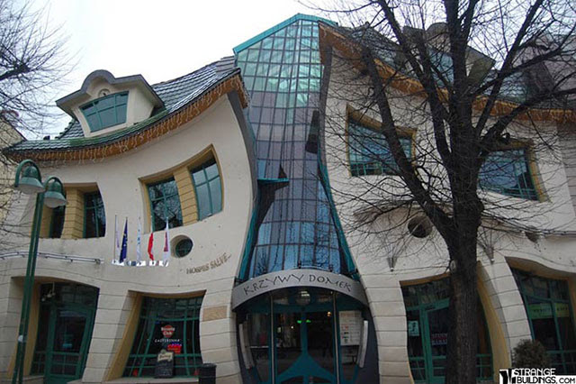 The-Crooked-House-Sopot-1