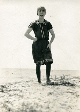 girlswimmer_1912