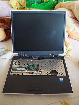 Разукомплектованный ноутбук ASUS M3000N приобретенный на EBay.com и пересланный обычной почтой. Экран вроде бы целый.