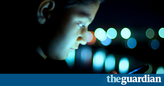 Smartphone users temporarily blinded after looking at screen in bed | Technology | The Guardian
