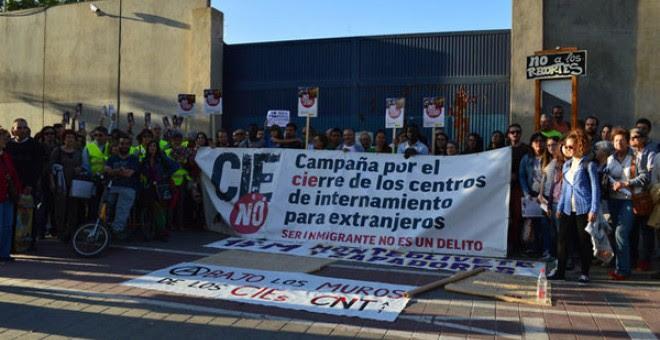 Concentración por el cierre del CIE de Zapadores (Valencia)/ Efe
